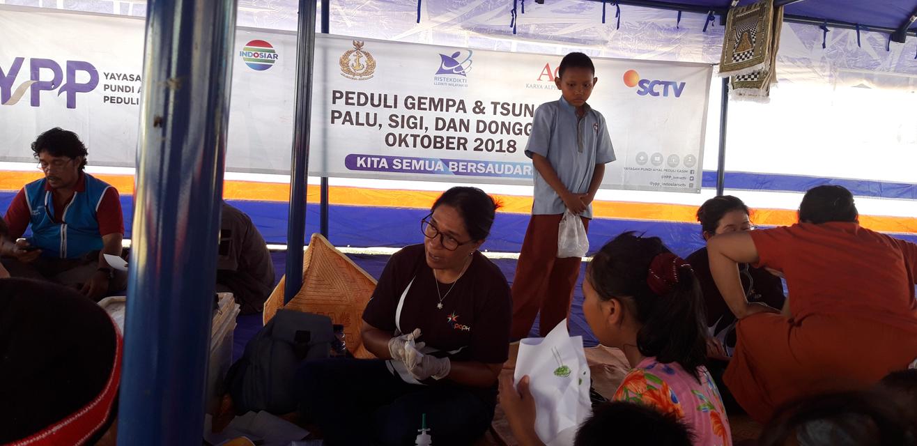 Alpha Omega Peduli bersama YPP, SCTV, INDOSIAR, melakukan pelayanan kesehatan di Posko Angkatan Udara Palu