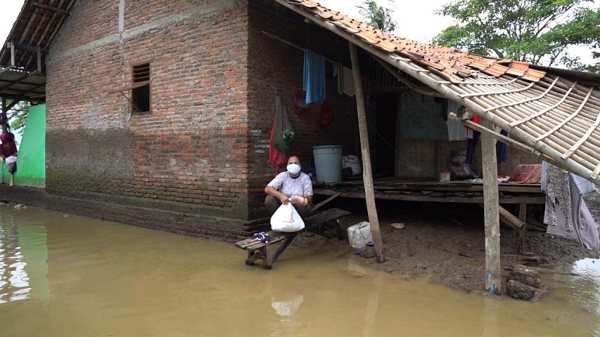 42 Hari terendam Banjir, AO Care hadir untuk Desa Pantai Harapan Jaya.